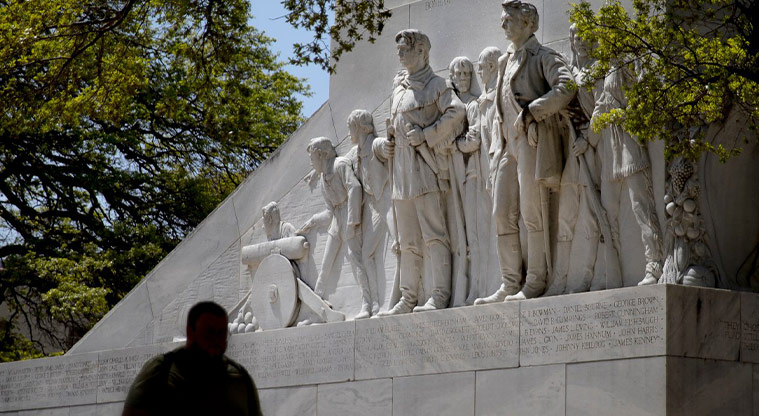 Do you agree The Cenotaph in Alamo Plaza needs to stay exactly where it is?